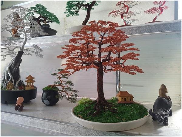 Chàng trai 'hô biến' dây đồng thành bonsai