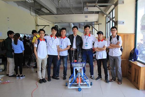 Phạm Lê Việt Anh – chàng trai đam mê sáng tạo robot